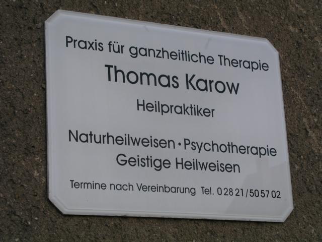 Praxisschild: Praxis für ganzheitliche Therapie, Thomas Karow, Heilpraktiker